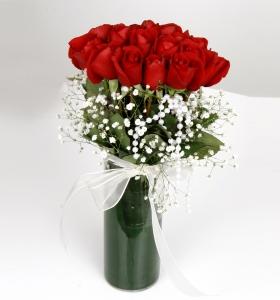 Cam Vazoda 21 adet Kırmızı Güller